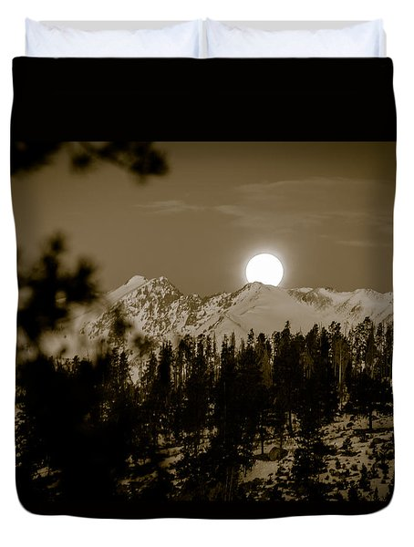 moonset over the Rockies Duvet Cover