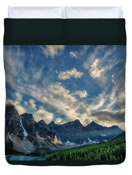 Moraine Lake Sunset - Golden Rays Duvet Cover