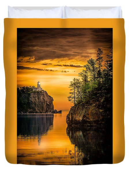 Morning Glow Against The Light Duvet Cover by Rikk Flohr