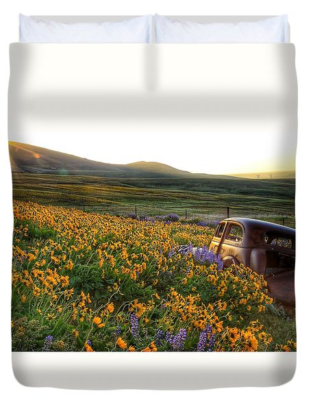 Morning Light On The Old Rusty Car Duvet Cover by Lynn Hopwood