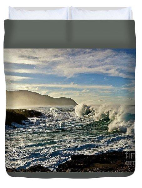 Morning Waves At Kaena Duvet Cover