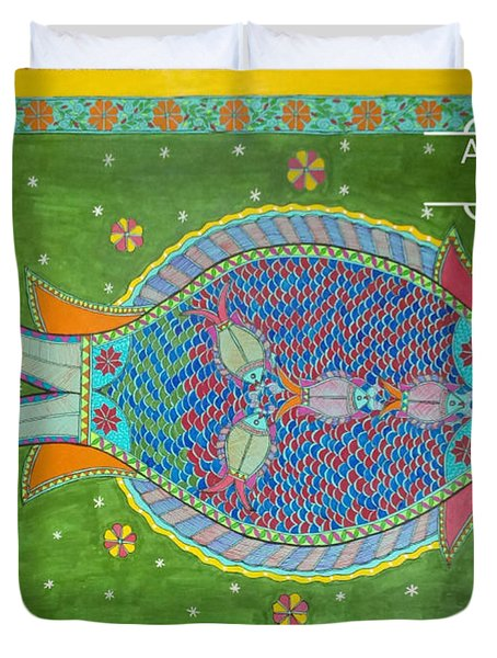 Mother Fish With Her Kids Duvet Cover