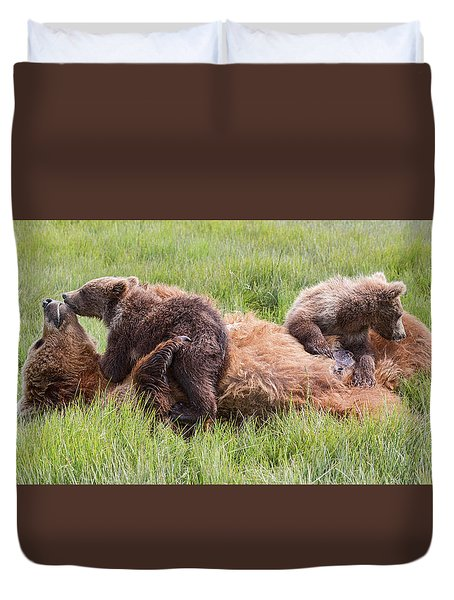 Mother Grizzly Suckling Twin Cubs Duvet Cover