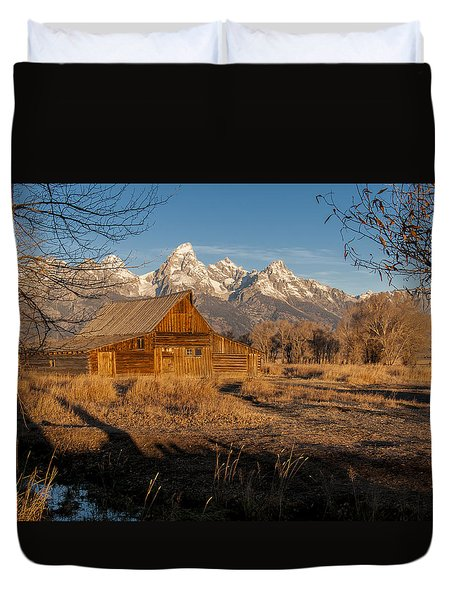 Duvet Cover featuring the photograph Moulton Barn by Gary Lengyel