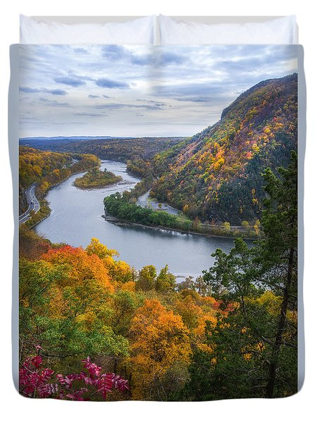 Duvet Cover featuring the photograph Mount Minsi 2 by Mark Papke