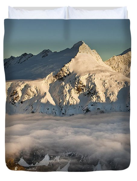 Mount Pollux And Mount Castor At Dawn Duvet Cover by Colin Monteath