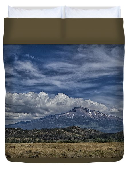 Duvet Cover featuring the photograph Mount Shasta 9946 by Tom Kelly