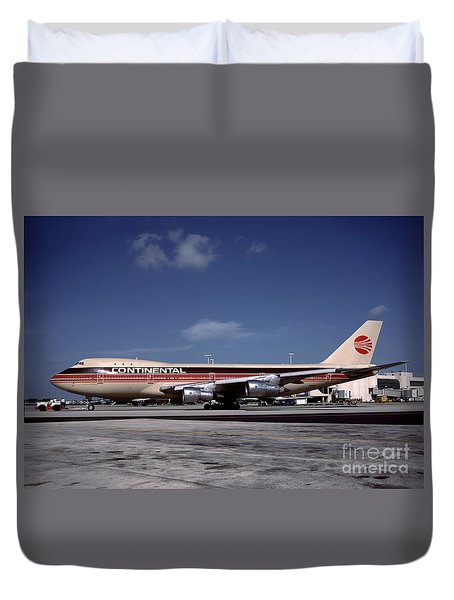 N17011, Continental Airlines, Boeing 747-143 Duvet Cover