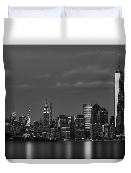 Duvet Cover featuring the photograph New York City Icons Bw by Susan Candelario