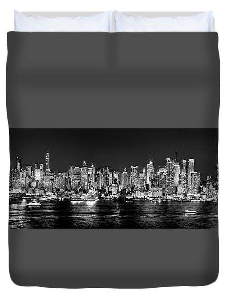 New York City Nyc Skyline Midtown Manhattan At Night Black And White Duvet Cover