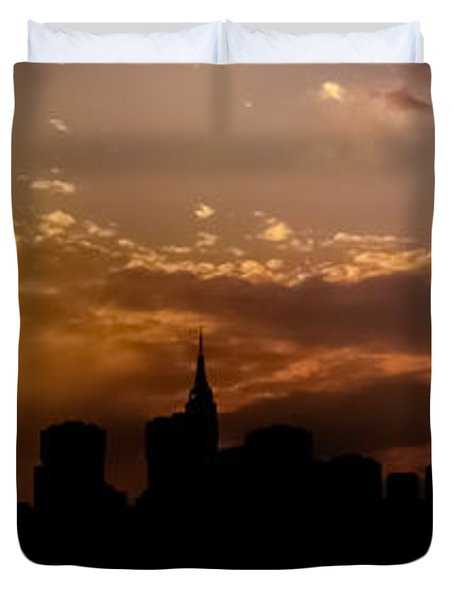 New York City Skyline At Sunset Panorama Duvet Cover by Vivienne Gucwa
