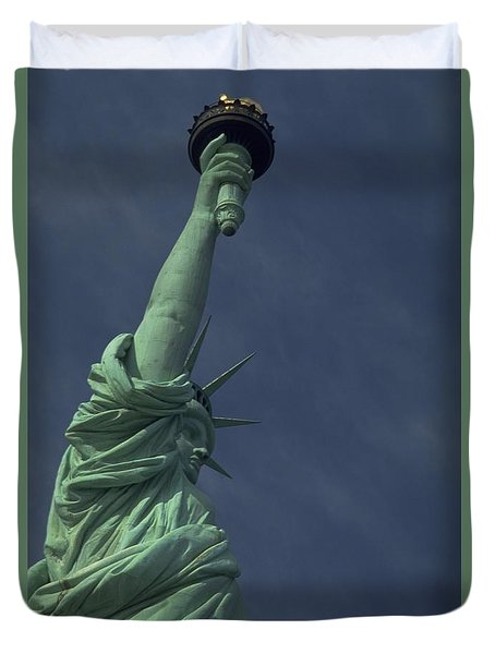 Duvet Cover featuring the photograph New York by Travel Pics