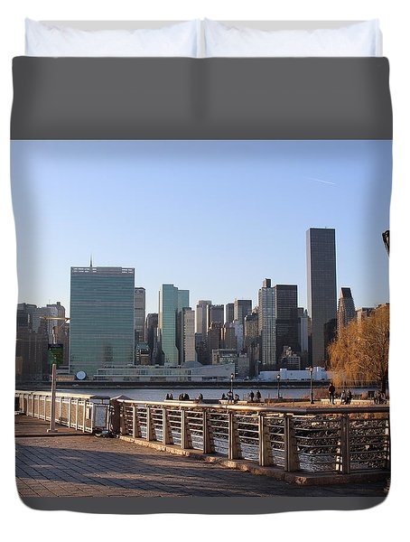 New York's Skyline - A View From Gantry Plaza State Park Duvet Cover