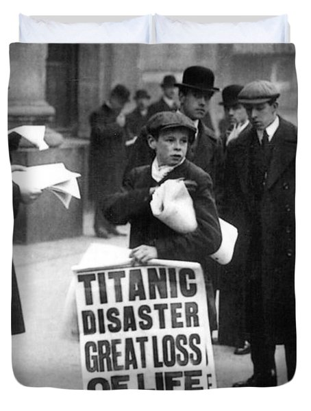 Newsboy Ned Parfett Announcing The Sinking Of The Titanic Duvet Cover by English School