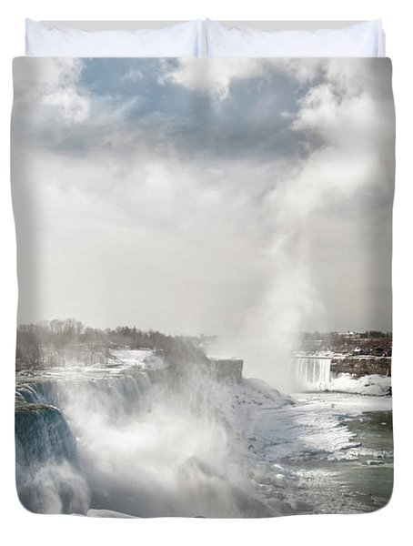Duvet Cover featuring the photograph Niagara Falls 4601 by Guy Whiteley