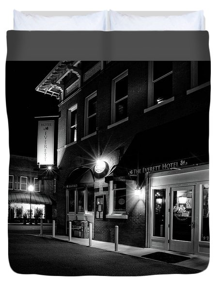 Night At The Everett Hotel In Black And White Duvet Cover