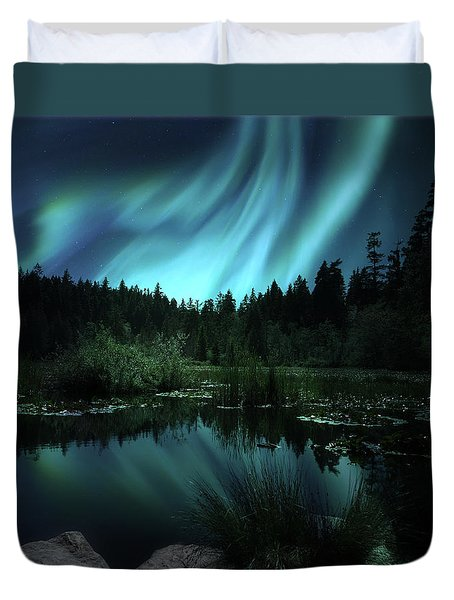 Northern Lights Over Lily Pond Duvet Cover