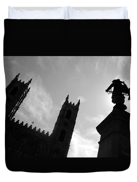 Duvet Cover featuring the photograph Notre Dame Silhouette by Valentino Visentini