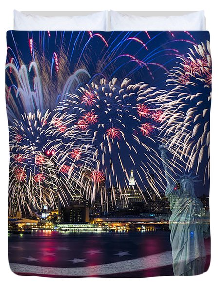 Duvet Cover featuring the photograph Nyc Fourth Of July Celebration by Susan Candelario