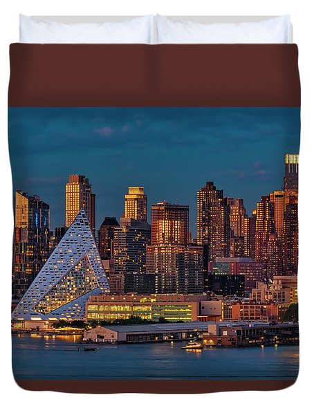 Duvet Cover featuring the photograph Nyc Golden Empire by Susan Candelario