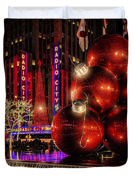 Duvet Cover featuring the photograph Nyc Holiday Balls by Chris Lord