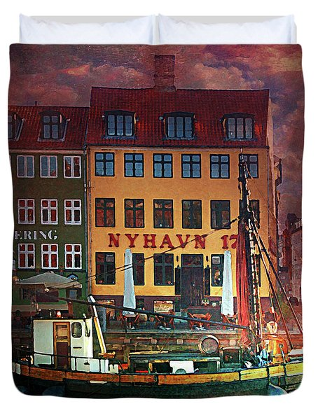 Duvet Cover featuring the photograph Nyhavn 17 by Jeff Burgess