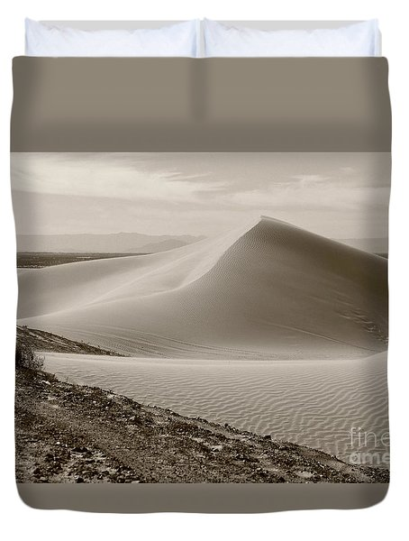 Duvet Cover featuring the photograph Ocean Of Sand by Suzanne Oesterling