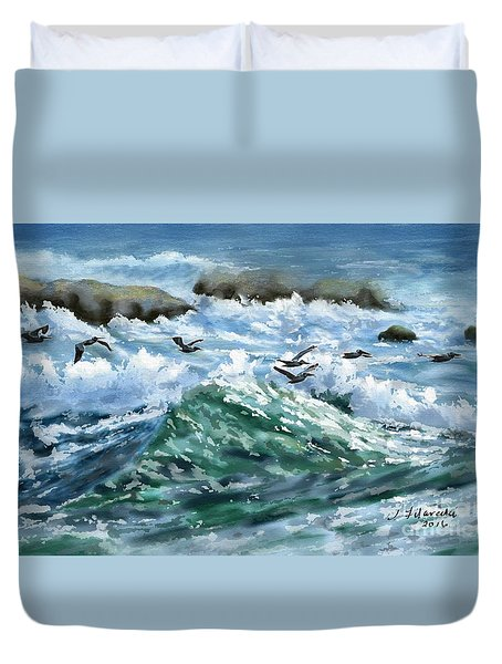 Ocean Waves And Pelicans Duvet Cover