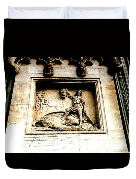 Duvet Cover featuring the photograph Off With His Head - Sculpture On The Cathedral In Milan,italy by Merton Allen