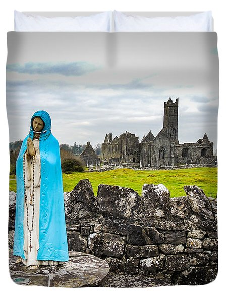 Official Greeter At Ireland's Quin Abbey National Monument Duvet Cover