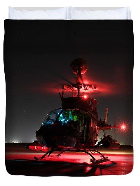 Oh-58d Kiowa Pilots Run Duvet Cover by Terry Moore