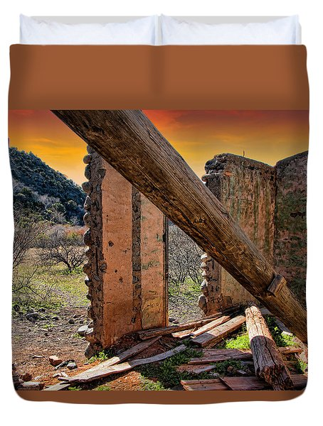 Ol' Building In Desert's Winter Warmth Duvet Cover by Charles Ables