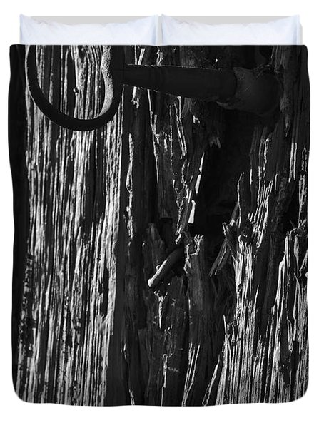 Old And Abandoned Wooden Door With Skeleton Keys Duvet Cover