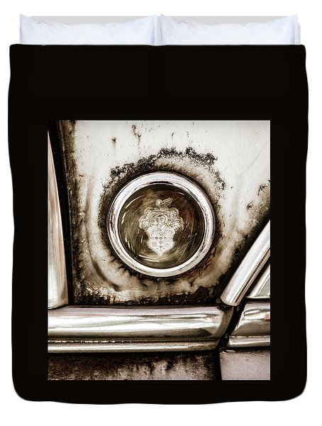 Duvet Cover featuring the photograph Old And Worn Packard Emblem by Marilyn Hunt