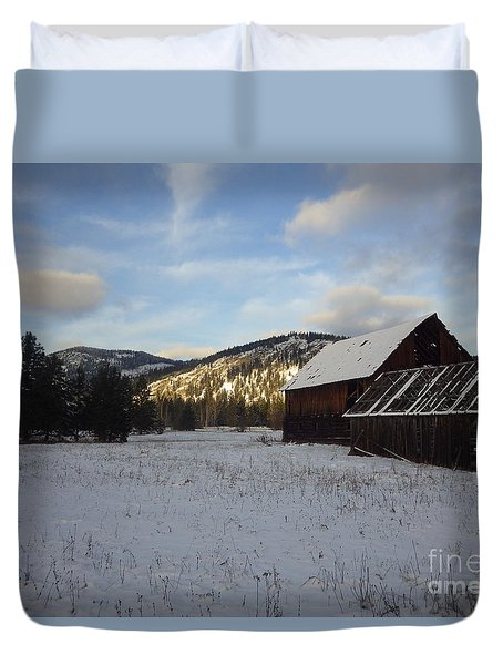 Duvet Cover featuring the photograph Old Barn 2 by Victor K