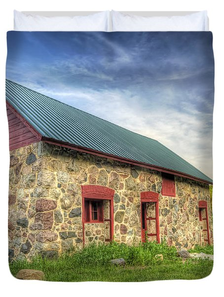 Old Barn At Dusk Duvet Cover
