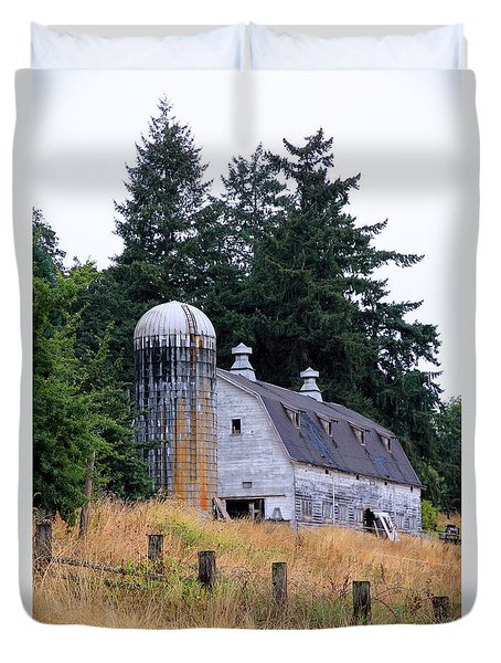 Old Barn In Field Duvet Cover by Athena Mckinzie