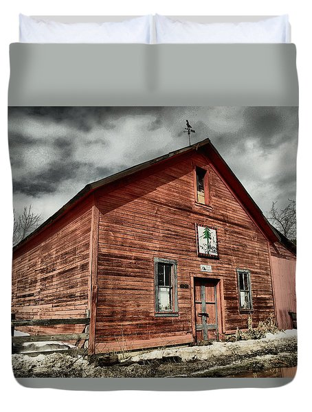 Duvet Cover featuring the photograph Old Barn In Roslyn Wa by Jeff Swan