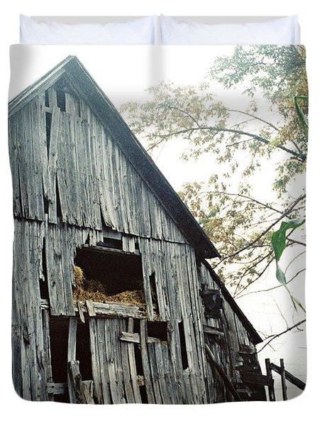 Old Barn In The Morning Mist Duvet Cover