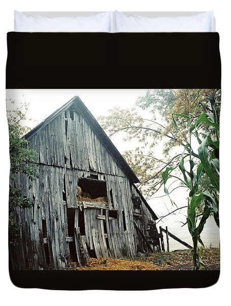 Old Barn In The Morning Mist Duvet Cover