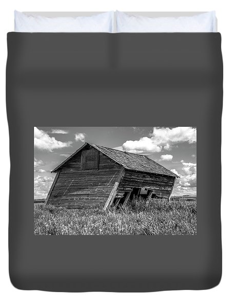 Old Barn In The Prairie  Duvet Cover by Patrick Boening