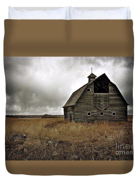 Old Barn Duvet Cover by Linda Bianic