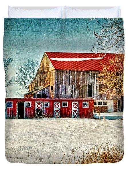 Old Barn On Forrest Road Duvet Cover