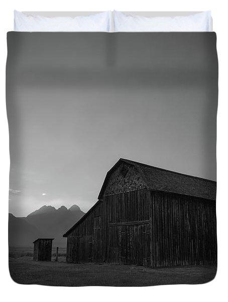 Old Barn On Mormon Row Bw Duvet Cover