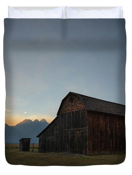 Old Barn On Mormon Row  Duvet Cover
