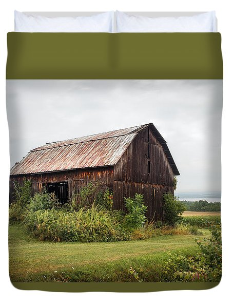 Old Barn On Seneca Lake - Finger Lakes - New York State Duvet Cover by Gary Heller