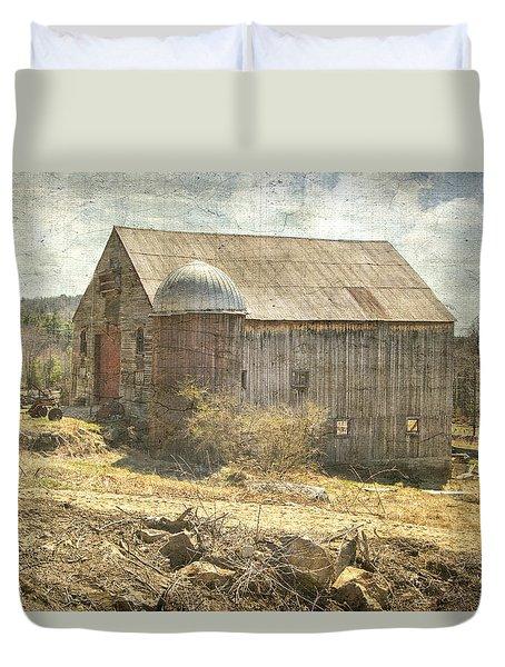 Old Barn Still Standing  Duvet Cover