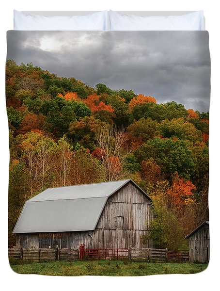 Old Barns Of Beauty In Ohio  Duvet Cover