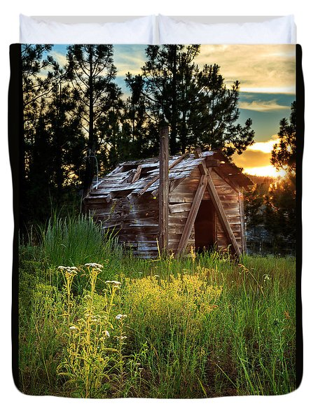 Old Cabin At Sunset Duvet Cover