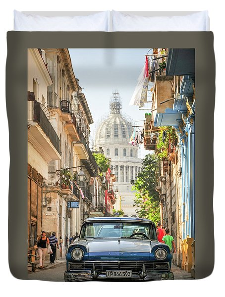 Old Car And El Capitolio Duvet Cover